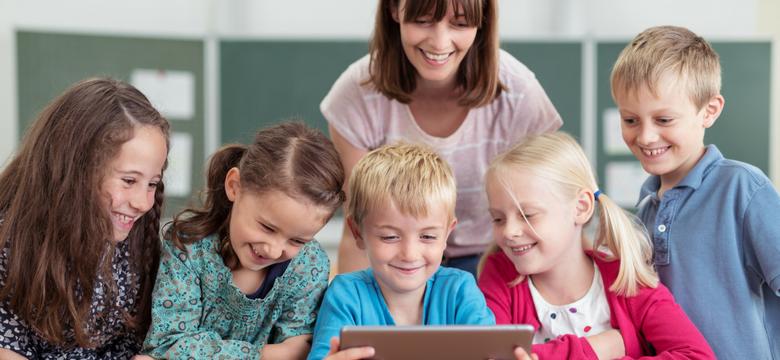 تولید محتوای الکترونیکی آموزشی برای دانش آموزان مدرسه و کودکان